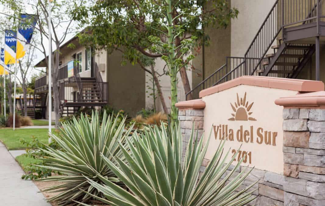 Villa Del Sur Apartment Homes sign
